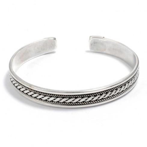 bracelet argent à motif sur le dessus